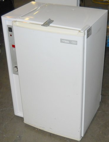2005 Low Temperature Incubator
