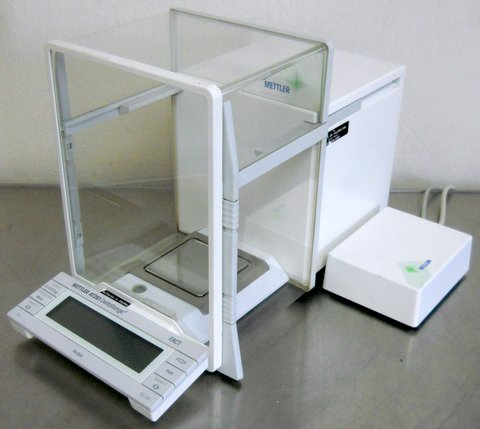 AT261 DeltaRange Analytical Balance