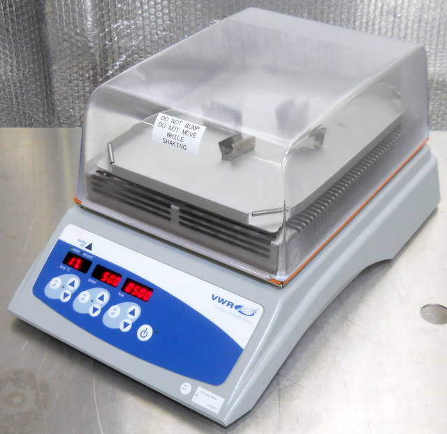 Catalog no. 12620-930 Incubating Microplate Shaker